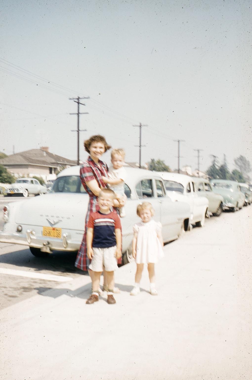 1957002